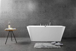 BELBAGNO BB20 Ванна акриловая отельностоящая овальная в комплекте со сливом-переливом цвета хром